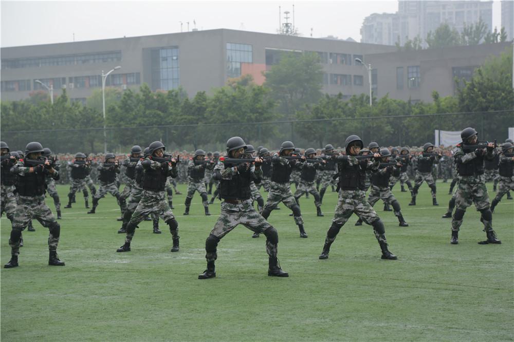 西华大学隆重举行2016级学生军训结业典礼