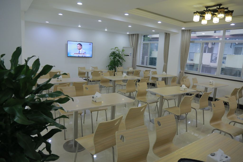 西华大学教工餐厅开业了